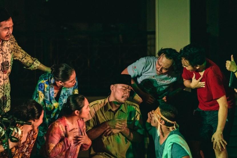 Repnas DKI Jakarta menggelar kampanye politik kreatif lewat aksi teatrikal ludruk berjudul Sumenjab atau