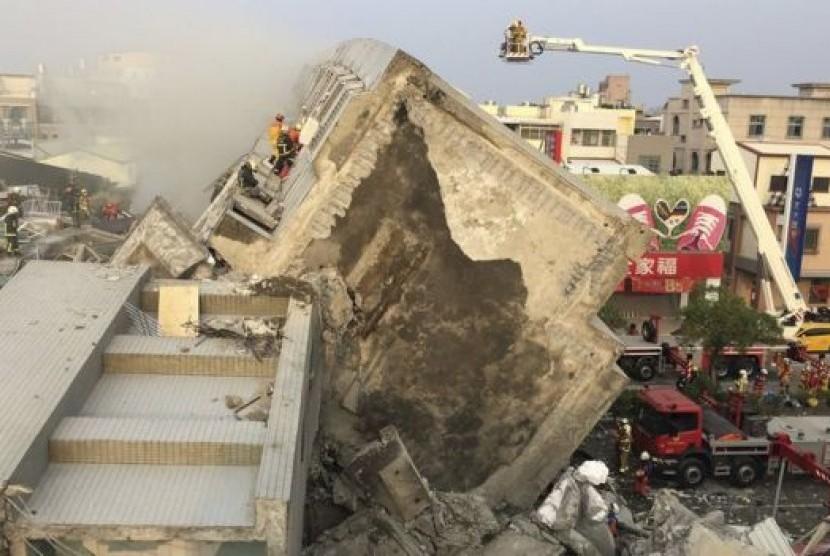 Reruntuhan bangunan akibat gempa di Taiwan