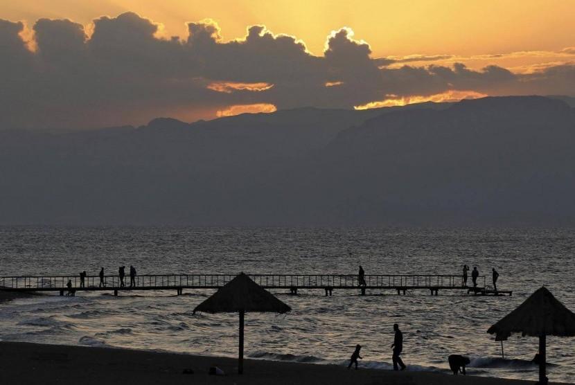 Retuntuhan bekas pelabuhan ditemukan di Teluk Aqaba dekat Laut Merah.