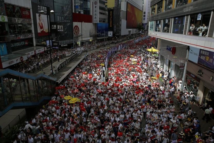 Ribuan orang berkumpul di Hong Kong memprotes hukum ekstradisi yang diusulkan, Ahad (9/6).