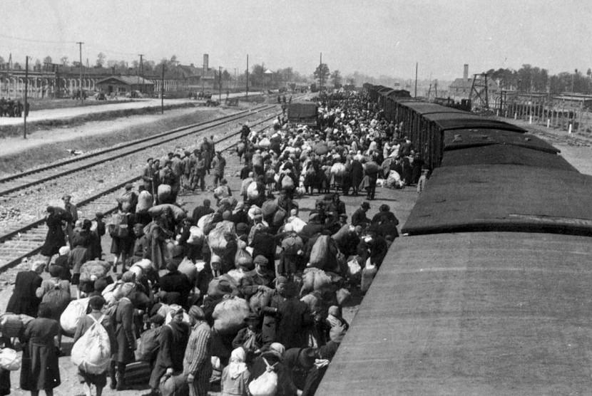 Ribuan orang Yahudi dibawa ke kamp konsentrasi. (ilustrasi)