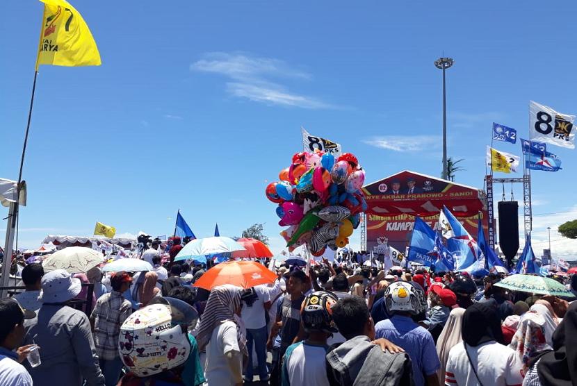 Ribuan Pendukung Sudah Ramaikan Kawasan Danau Cimpago Pantai Padang, Menanti Kedatangan Prabowo, Selasa (2/4)