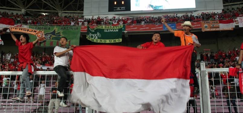 Ribuan pendukung tim Garuda Muda dari berbagai komunitas suporter tanah air yang memadati stadion GBK, jakarta, Minggu, (13/11). (Republika Online/Fafa)