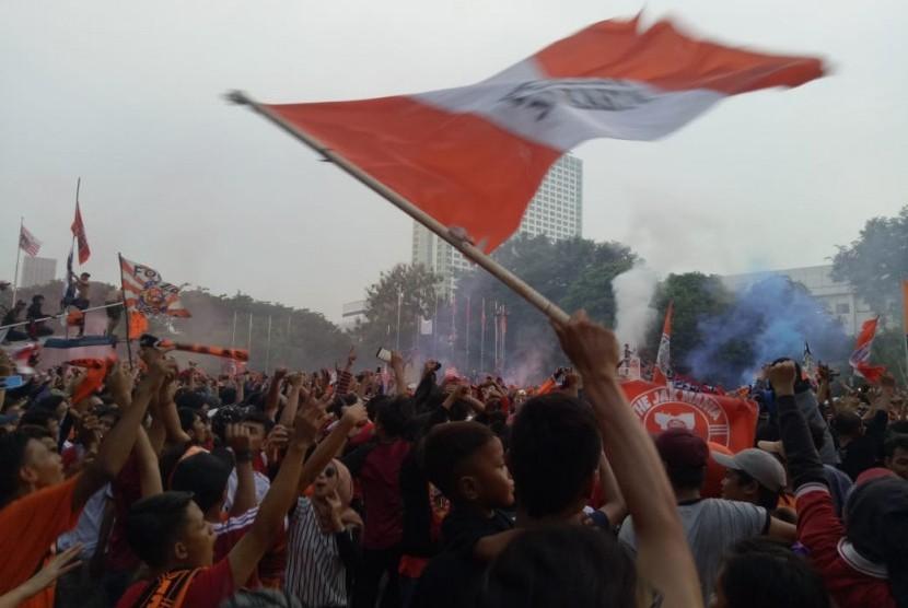 [Ilustrasi] Ribuan The Jakmania berpesta pora usai Persija Jakarta menjadi kampiun Liga 1 2018.