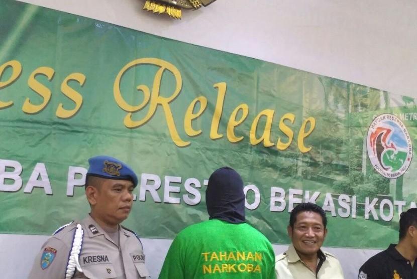 Rio Reifan saat dirilis di Polres Metro Bekasi Kota terkait kasus narkoba