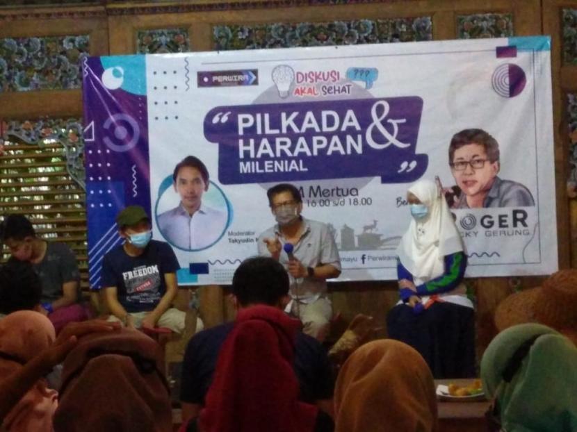Rocky Gerung hadir dalam acara Diskusi Akal Sehat di Kabupaten Indramayu, Jumat (4/12) petang.