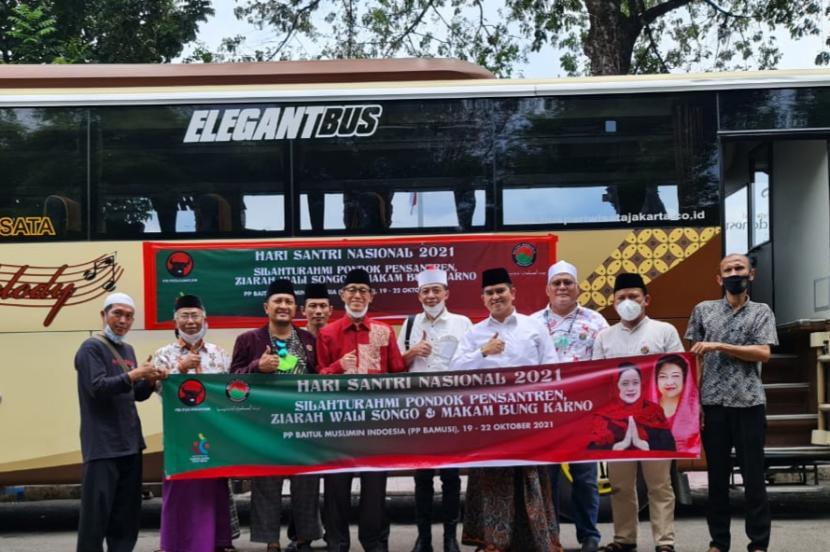 Rombongan PP Bamusi memulai rangkaian ziarah ke makam Walisongo dan silaturahim ke Ponpes di Jawa Tengah, Jawa Timur, dan Jawa Barat.