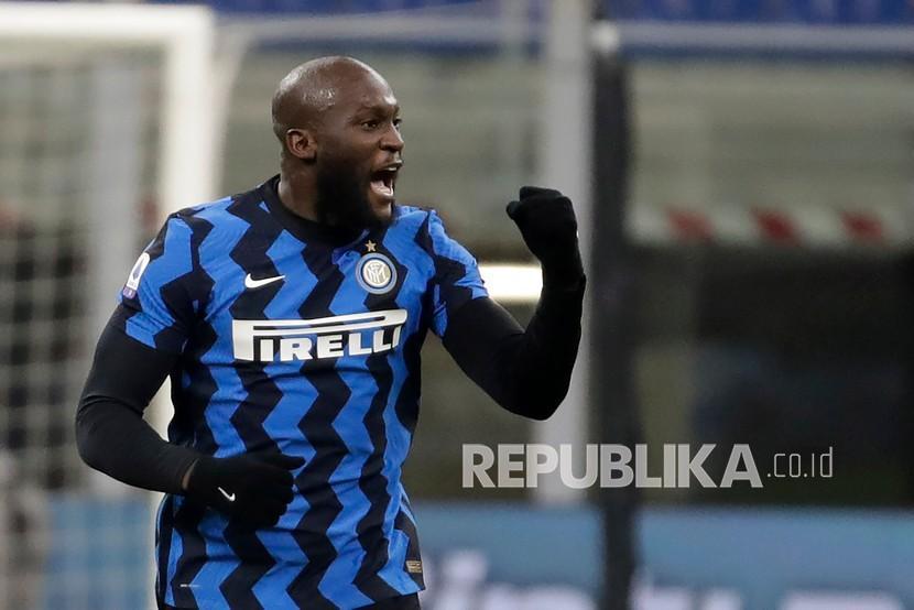 Penyerang Inter Milan Romelu Lukaku merayakan ultah pada Kamis (13/5).
