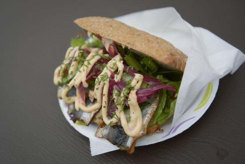 Roti lapis atau sandwich memiliki beragam rasa dan rupa di tiap negara.