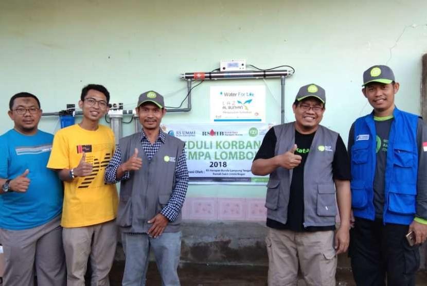 RS Harapan Bunda, RS Ummi Bogor bersama donatur IZI menyumbangkan sarana air bersih di Desa Dangiang, Lombok Utara.