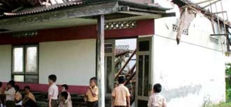 Ruang kelas rusak (ilustrasi)