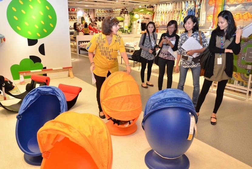 Ruang pamer khusus barang-barang dan perabot untuk anak di IKEA Alam Sutera.