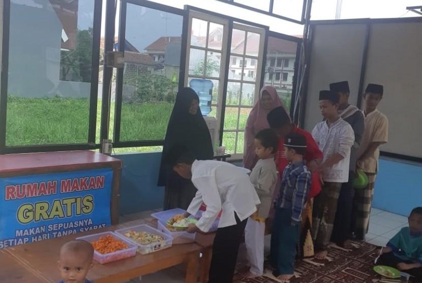 Rumah maka gratis yang disiapkan di wilayah Ciangsana, Bogor