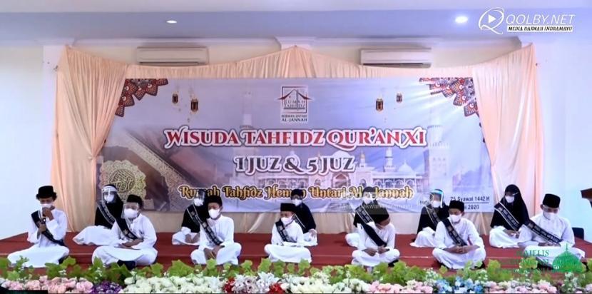 Rumah Tahfidz Al-Jannah Indramayu mewisuda 53 santri tahfidz dengan hafalan lima juz Alqur'an pada Ahad (6/6).