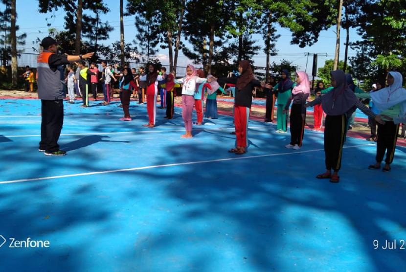 Rumah Zakat ajak anak-anak Desa Berdaya Tamaksogra melakukan kegiatan outbound.