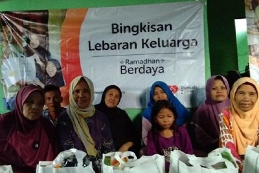 Rumah Zakat Banjarmasin membagikan paket Bingkisan Lebaran Keluarga (BLK) pada momen Ramadhan ini.