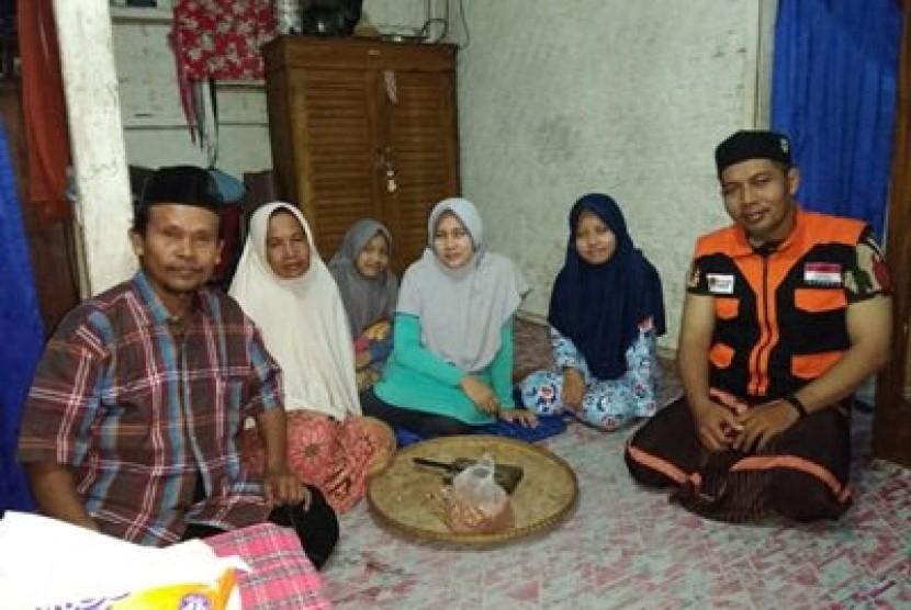 Rumah Zakat bebaskan utang Sugiarti.