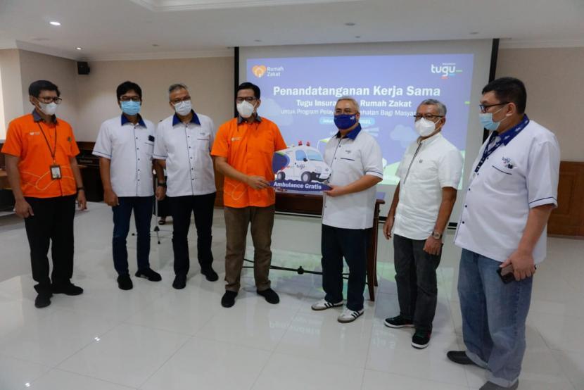 PT Tugu Asuransi Indonesia Salurkan Ambulance Ke Rumah Zakat