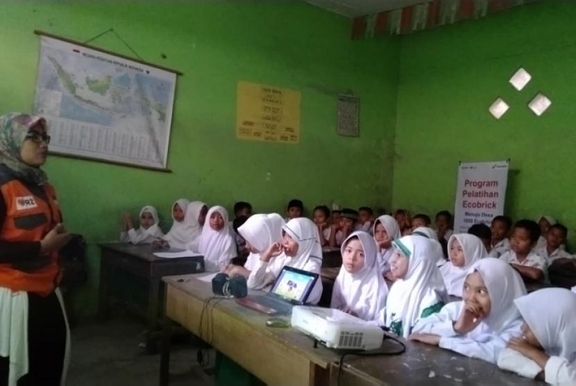 Rumah Zakat gelar pelatihan Ecobrick.