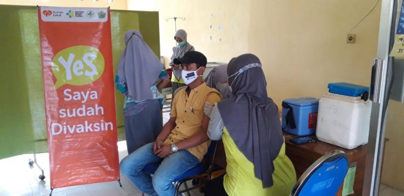 Rumah Zakat kembali menggandeng  UPT Puskesmas Teja mengadakan vaksinasi terhadap 100 lebih perserta vaksin dari remaja, hingga orang dewasa dan sebagian pula ada yang dari nakes, sementara acaranya dimulai sejak jam 07.30 sampai jam 11.15.