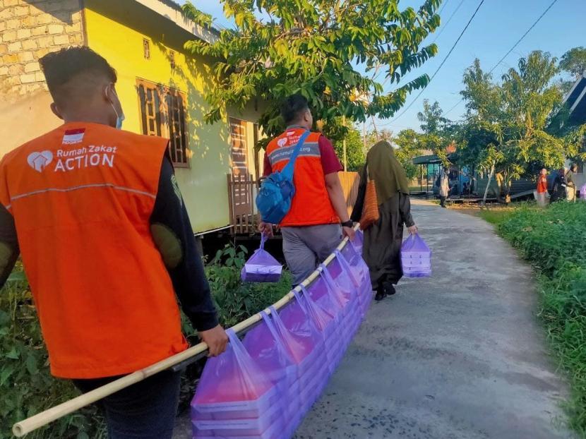 Rumah Zakat kembali menyalurkan paket Berbagi Buka Puasa (BBP) pada Jumat (16/04) sore. Kali ini paket BBP disalurkan di desa berdaya Sungai Lulut, kecamatan Banjarmasin Timur.