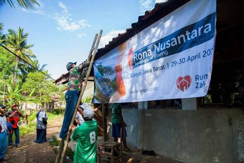 Rumah Zakat melalui Program Rona Nusantara merenovasi Madrasah Ibtidaiyah (MI)  Pasirtaritis di Desa Margaluyu, Kecamatan Campaka, Kabupaten Cianjur, akhir pekan lalu.