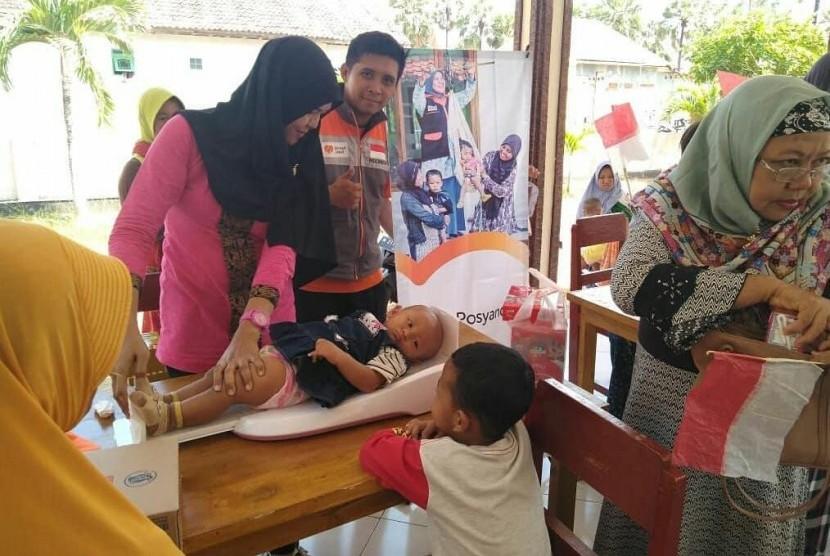 Rumah Zakat melalui Relawan Inpirasi Desa Berdaya mendukung kegiatan posyandu.