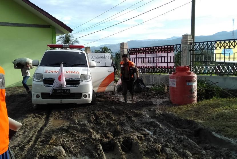 Rumah Zakat membantu korban banjir di Aceh Tenggara.