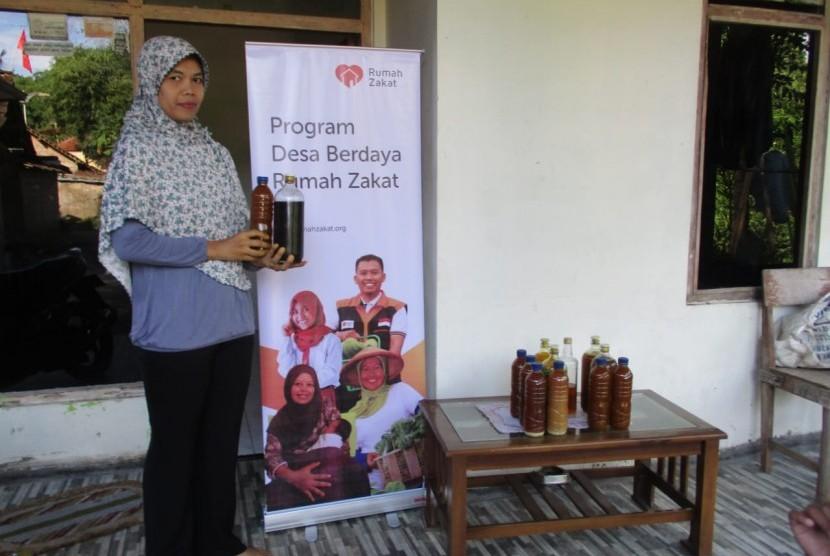 Rumah Zakat memberikan bantuan modal usaha kecil.