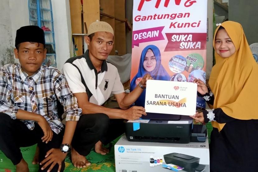 Rumah Zakat memberikan bantuan printer.