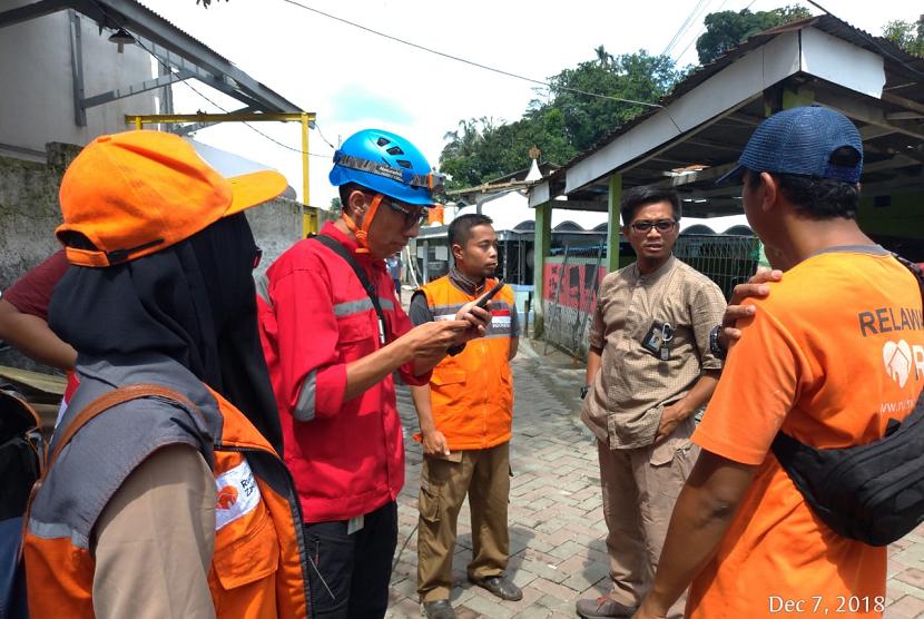 Rumah Zakat mendirikan dapur umum untuk korban puting beliung di Bogor.