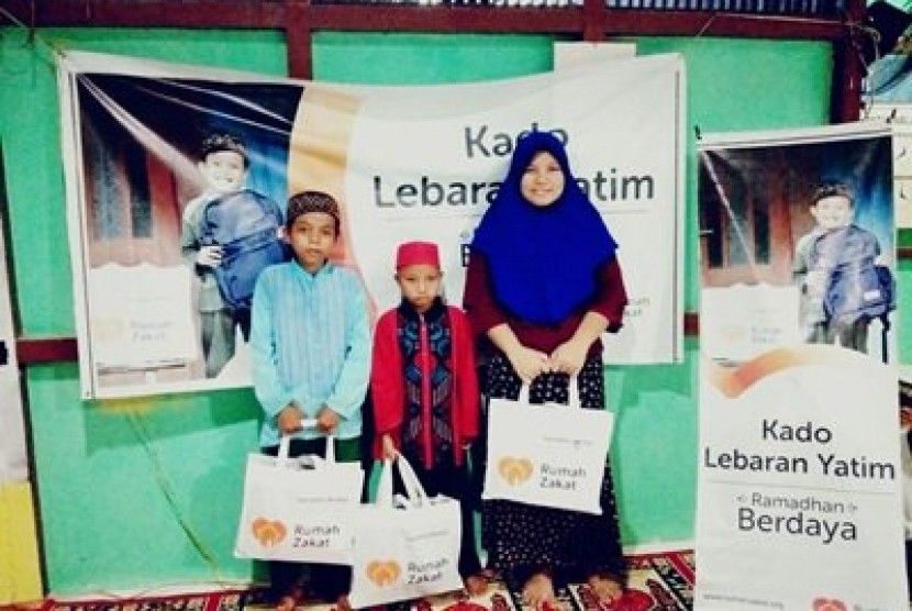 Rumah Zakat mendistribusikan 100 paket Berbagi Buka Puasa untuk warga Desa Sungai Sengkuang, Kalimantan Barat.