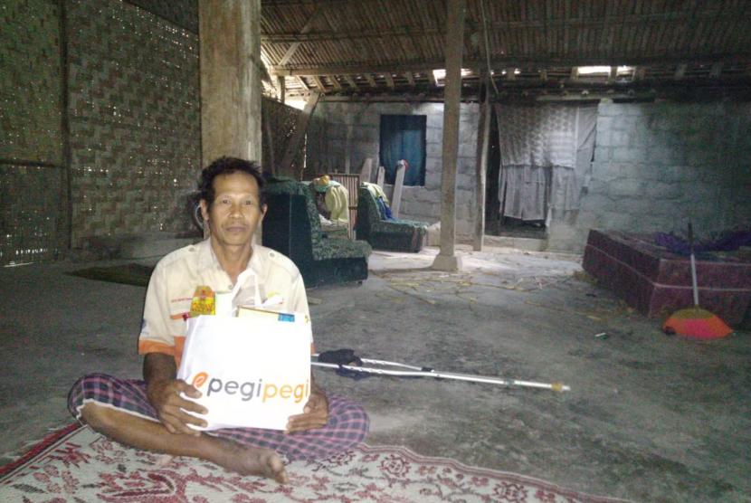 Rumah Zakat menggandeng Pegi-Pegi dalam program Bingkisan Lebaran Keluarga (BLK) di Desa Berdaya Triwidadi, Kec. Pajangan, Kab. Bantul, Sabtu (1/6).