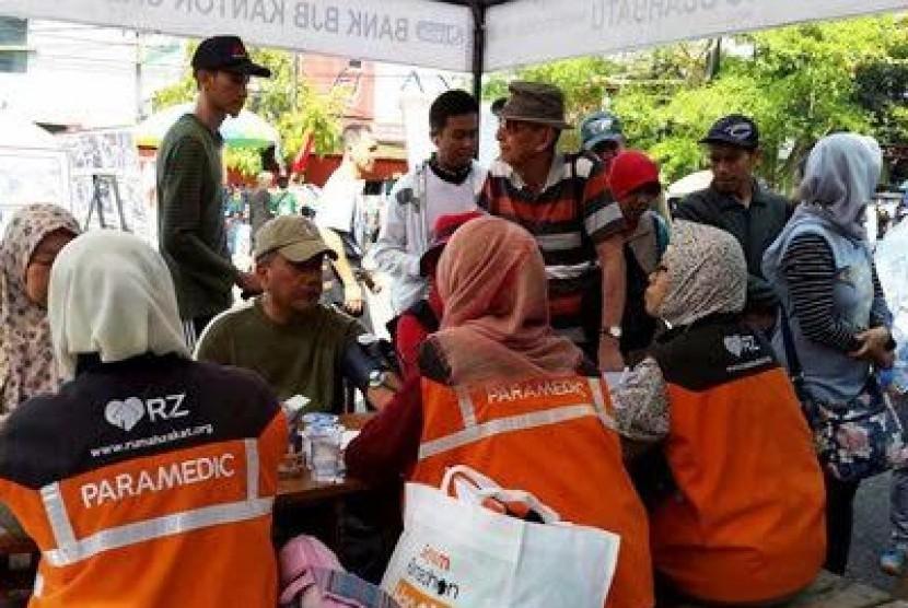Rumah Zakat menggelar pemeriksaan kesehatan gratis di Bandung.