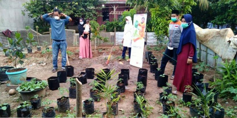 Rumah Zakat menyalurkan bantuan alat dan sarana Kebun Gizi masyarakat di Desa Berdaya Dalung, Kecamatan Cipocok Jaya, Serang Provinsi Banten.