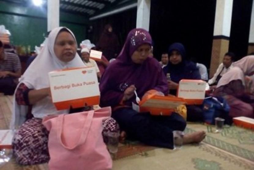 Rumah Zakat menyalurkan bantuan paket Berbagi Buka Puasa (BBP) untuk anggota Ikatan Tunanetra Muslim Indonesia (ITMI).