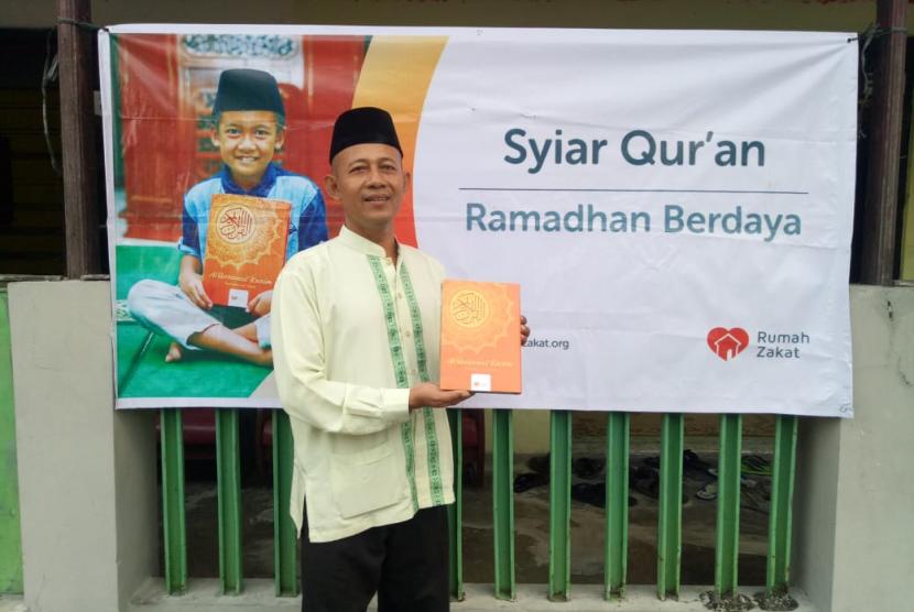 Rumah Zakat menyalurkan paket Syiar Quran (SQ) di Surakarta.