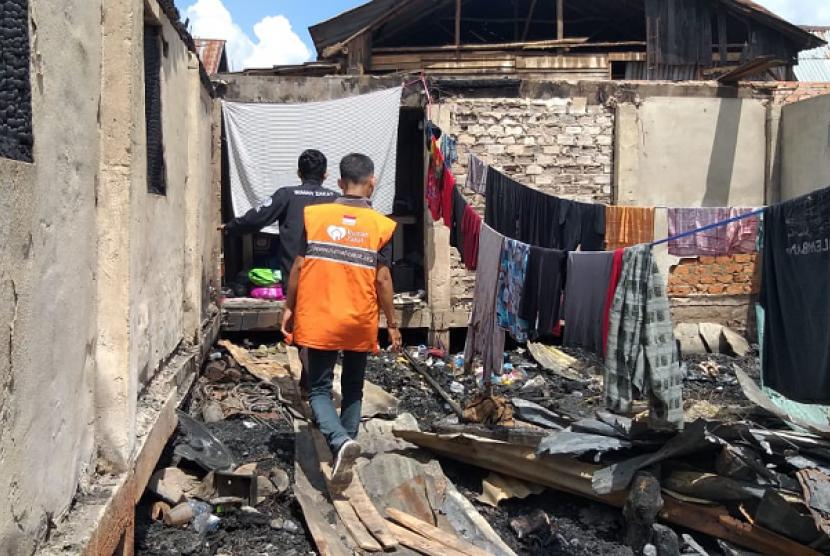 Rumah Zakat menyalurkan Superqurban membantu korban kebakaran Kertapati, Palembang.