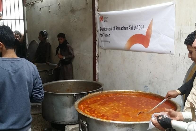Rumah Zakat salurkan 2.000 paket makanan untuk Yaman.