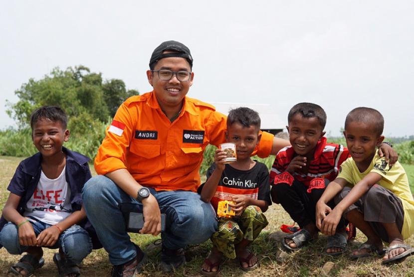 Rumah Zakat salurkan kornet Superqurban untuk bantu pemenuhan gizi anak-anak Rohingya.