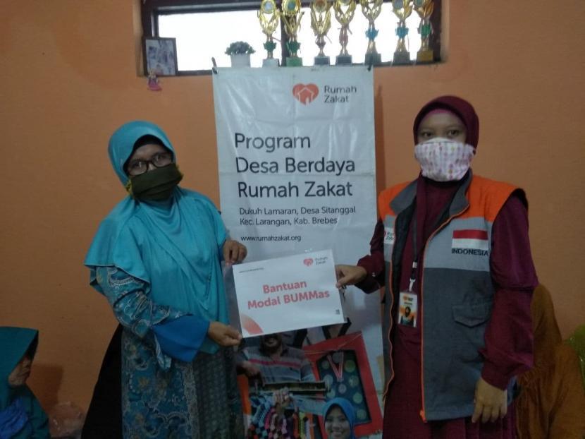 Rumah Zakat terus berupaya memberdayakan masyarakat salah satunya melalui bantuan modal usaha.