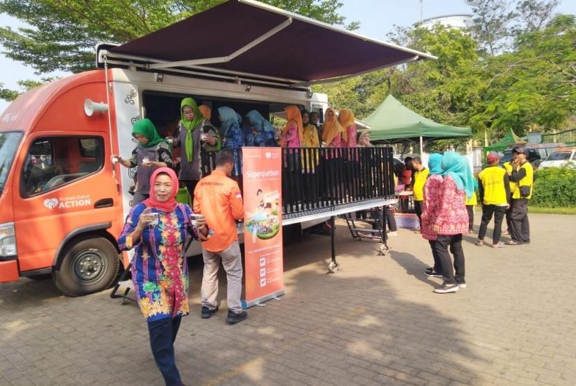Rumah Zakat turut memeriahkan acara dapur Qurban dengan mendatangkan Food truck.