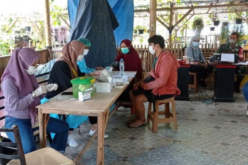Tepat pada Jum'at (16/9), telah dilaksanakan program vaksinasi untuk umum dengan target peserta 120 orang di Objek Wisata Hutan Bambu Bekasi. Program ini merupakan sinergi antara Rumah Zakat dengan Kodim 0507 Bekasi untuk mendukung program percepatan vaksinasi Covid-19 yang dicanangkan oleh pemerintah.