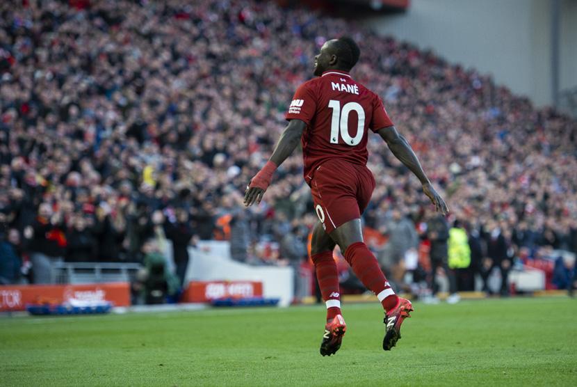 Sadio Mane merayakan golnya.