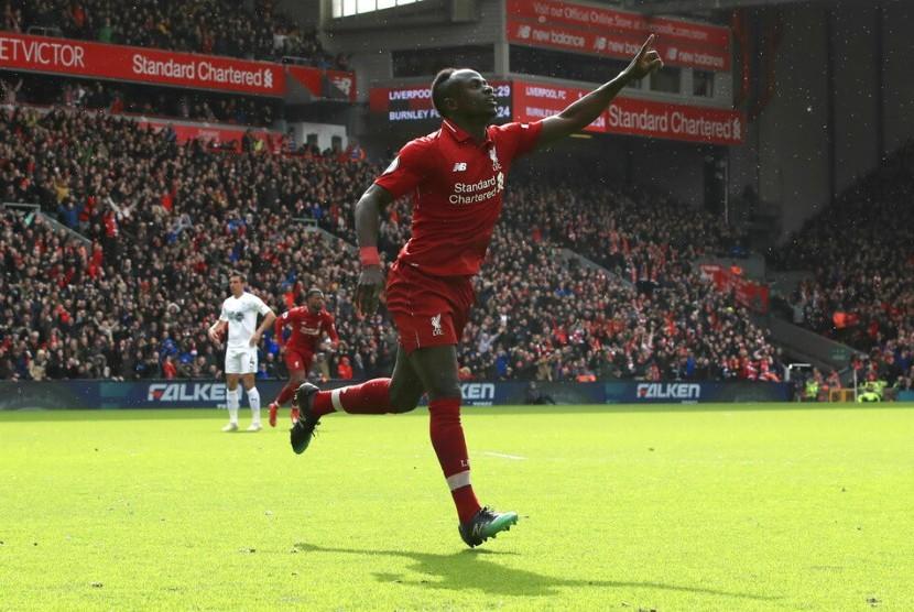 Sadio Mane merayakan golnya ke gawang Burnley.
