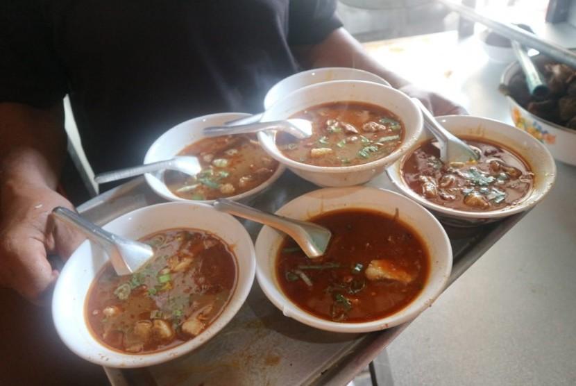 Sajian soto tauto kuliner khas Kota Pekalongan.