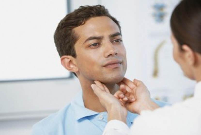 Periksakan diri ke dokter jika sering berdehem mulai terasa mengganggu. (Ilustrasi)