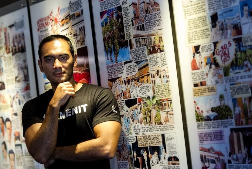 Salah satu aktor pemeran dalam film 22 Menit, Ario Bayu, berpose saat melakukan kunjungan ke Kantor Berita Antara, di Museum dan Galeri Foto Jurnalistik Antara, Jakarta, Kamis (5/7).