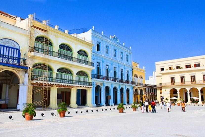 Salah satu destinasi wisata Plaza Vieja di Kuba