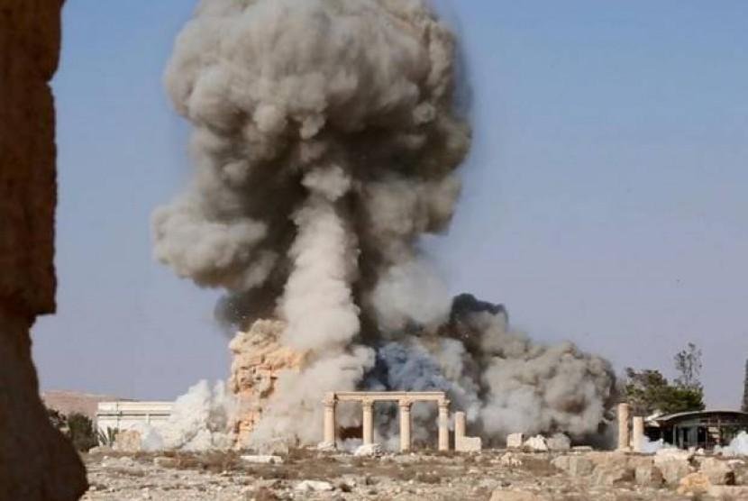 Salah satu foto yang dirilis ISIS yang menunjukkan penghancuran kuil kuno di Palmyra, Suriah.
